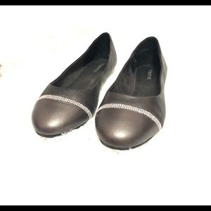 Maurices flats color Erin and Grey size 8